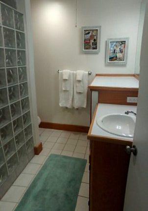 Hawaii Condo Bathroom