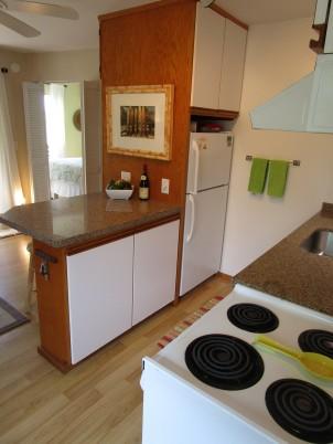 Quartz Counter in Hawaii Condo Rental Kitchen