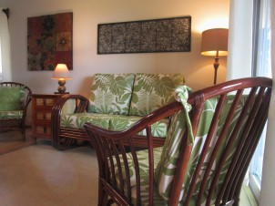 Tropical Furniture in Hawaii Vacation Rental Condo